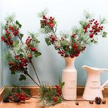 人工松支店赤フルーツ人工ベリークリスマス装飾偽花ホームパーティーの装飾フラワーアレンジメント