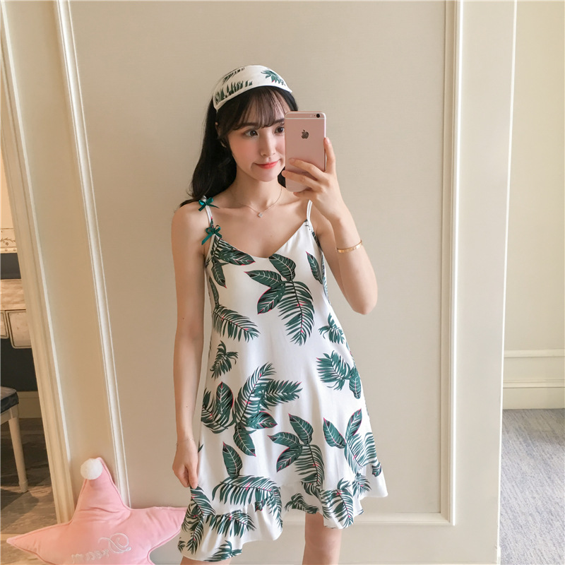 [According Feminine] 29 # Camisole Chest Pad Skirt Green Leaf Pajamas WOMEN'S Nightgown With Chest Pad M-XXL. 12 Yuan
