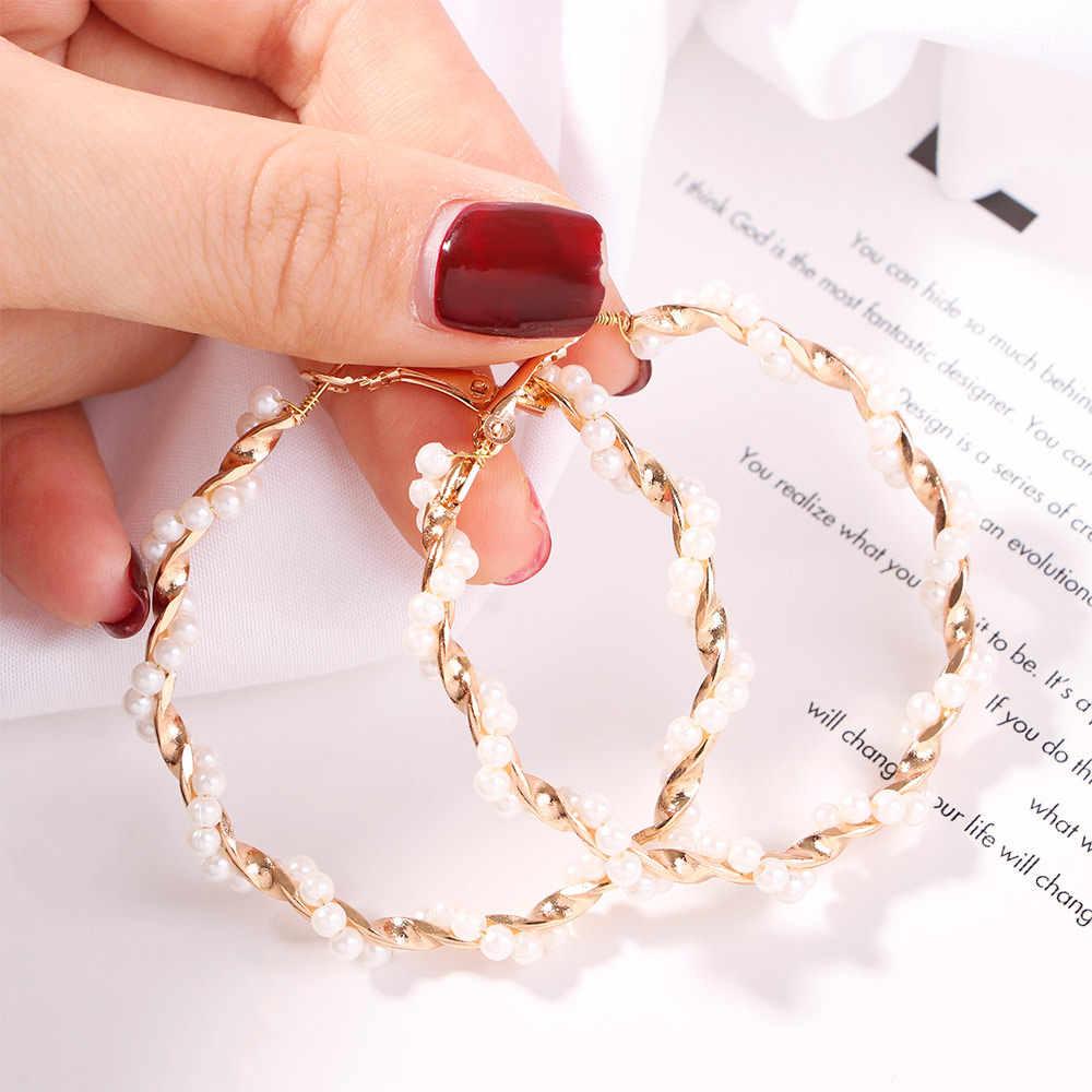 パンク女性ガールフープイヤリング結婚式の金色ツイストビッグ花模造真珠ビーズループイヤリングファッションステートメントジュエリー