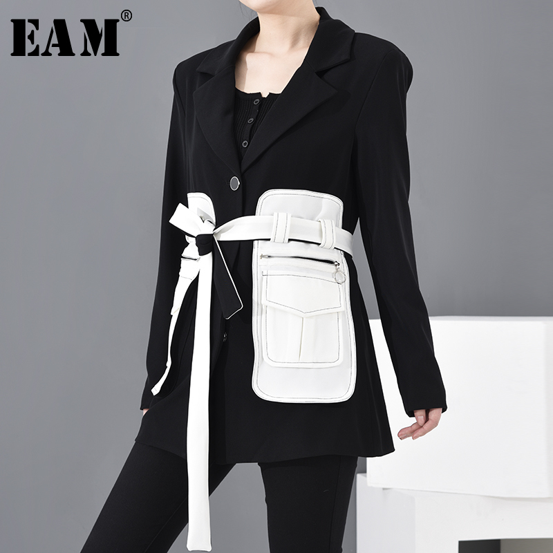 [EAM] Loose Fit Black Contrast Color Big Pocket Bandage  Jacket New Lapel Long Sleeve Women Coat Fashion  Spring 2020 1M50001