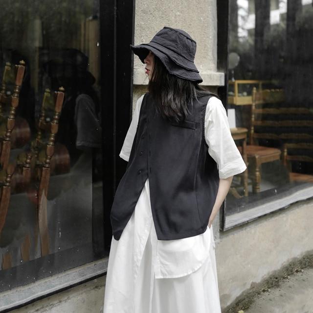 [EAM] Women Loose Fit Black Irreuglar Split Temperament Vest New Round Neck Sleeveless   Fashion Tide Spring Autumn 2021 1DB169 2