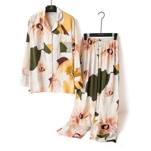 Image 1 - ربيع 2020 جديد السيدات الأزهار المطبوعة الساتان سترة + السراويل 2 قطعة مجموعة النساء ملابس خاصة مجموعة كاملة الأكمام رقيقة Homewear للإناث