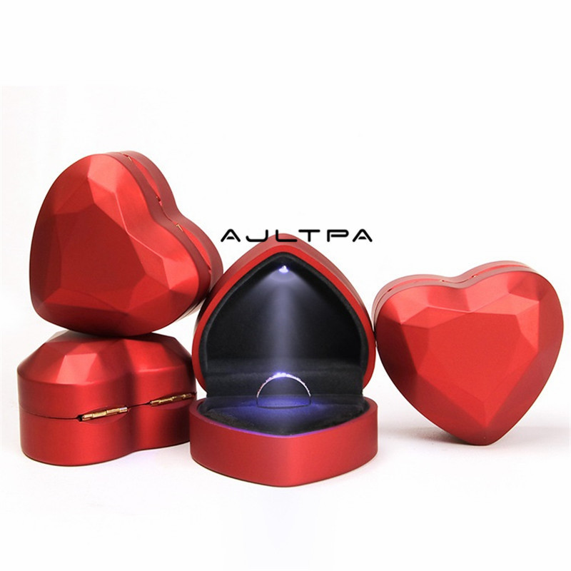 50Pcs New Fashion LED Light Heart Shape Display Velvet Ring Box Earrings Pendant Box Wedding Jewelry Display Gift Box