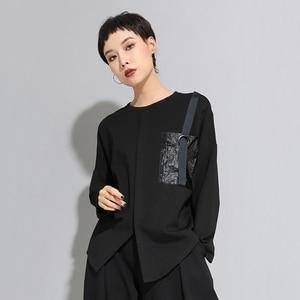 Image 5 - [EAM] Camiseta asimétrica de punto de Hebilla negra para mujer, camiseta de manga larga con cuello redondo, moda de primavera y otoño 201d679