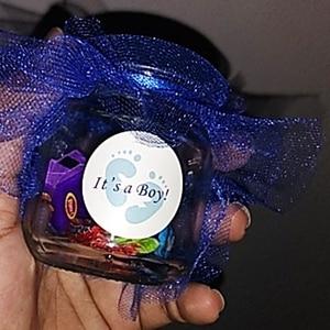 Image 4 - Etiquetas adhesivas redondas para niños y niñas, pegatinas de género, caja de dulces para regalar, recuerdo de fiesta, Baby Shower, 100 Uds.