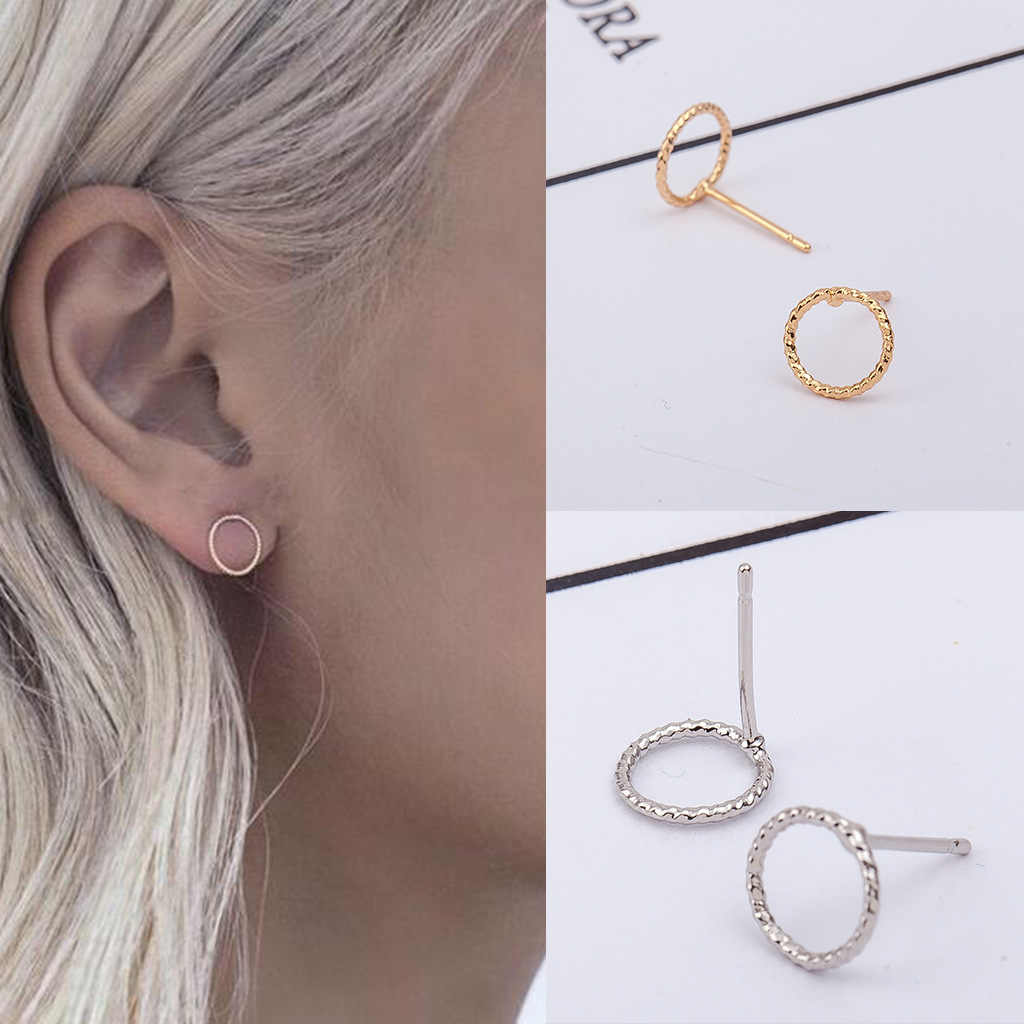 2019 new brand design simple personality small fresh earrings.
