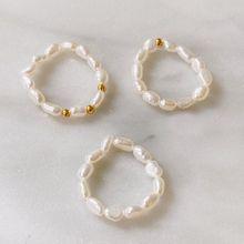 2021 nowy Multi zroszony pierścionki z perłą naturalna perła słodkowodna geometryczny pierścionek dla kobiet ciągłe koło minimalistyczny pierścień regulowany tanie tanio CN (pochodzenie) STAINLESS STEEL Kobiety Pearl perły słodkowodne Klasyczny Obrączki ślubne Nieregularne Brak moda Rocznica