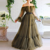 PEORCHID Vintage 2020 Olive Green Prom Dress With Long Sleeves Off The Shoulder Feathers Tulle Evening Gowns Auknie Na Bal