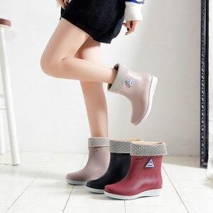 Image 4 - 2019 wasserdichte Winter Schuhe Frau Mode Rain Warme Plüsch Anti slip Damen Arbeit Stiefel Slip Auf Plattform Botas Mujer SH09241