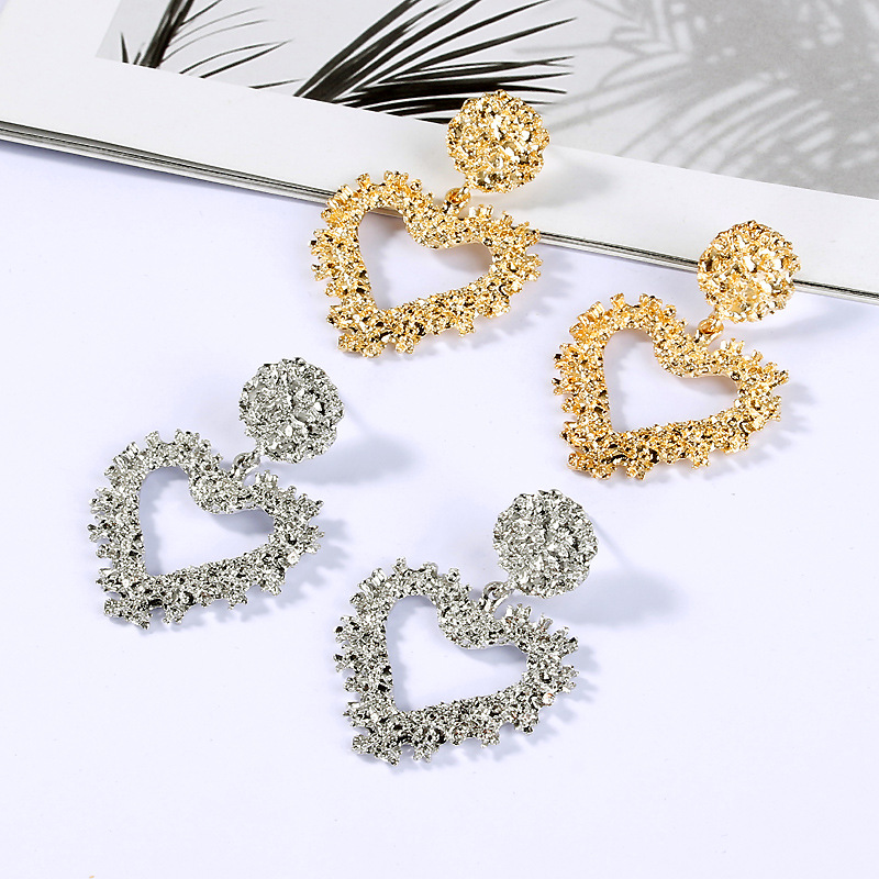 New Fashion Personality Exaggerated Metal Earrings Simple Geometric Heart-shaped Embossed Earrings For Women Jewelry Wholesale