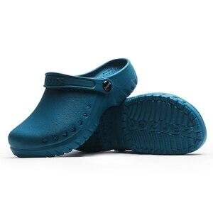 Image 2 - Yeni tıbbi ayakkabı kaymaz cerrahi Sandal ayakkabı hastane ameliyat odası su geçirmez doktor terlik uzman çalışma terlik