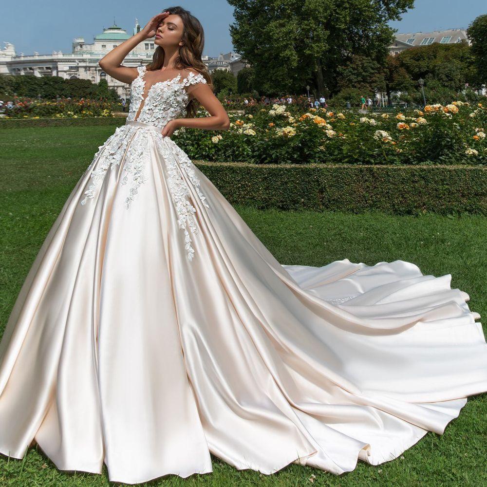 Sexy Lace Applique Princess Wedding Dresses Vintage Short Sleeve Satin Garden Bridal Gown For Wedding Vestido De Nnoiva