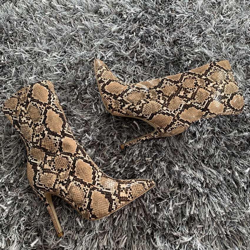 Yılan baskı Deri yarım çizmeler 10.5CM Yüksek Topuklu Çizmeler Kadın Kış Ayakkabı Kadın Sivri Burun Botas Kadın Bahar Sonbahar Çizmeler