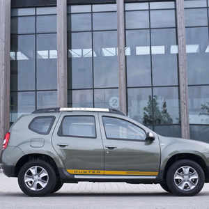 Image 3 - 2Pcs לדאקיה רנו הדאסטר רכב צד דלת פס מדבקה אוטומטי ספורט סטיילינג מדבקות ויניל סרט רכב רכב כוונון אבזרים