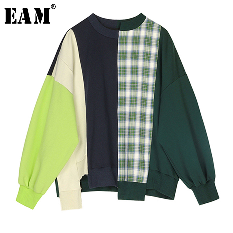 [EAM] Loose Fit Plaid Stitch Oversized Sweatshirt New Round Neck Long Sleeve Women Big Size Fashion Tide Spring 2020 1S349