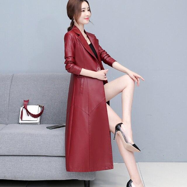 Купить женская кожаная куртка с меховым воротником однотонная приталенная картинки цена