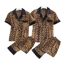 الصيف الربيع الأزواج بيجامة مجموعة مثير ليوبارد طباعة ملابس خاصة بدوره إلى أسفل طوق رقيقة الحرير الساتان Homewear لعشاق الرجال والنساء