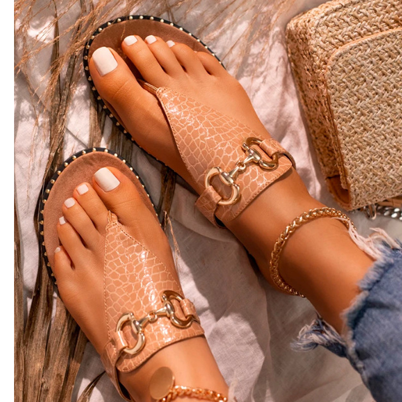 2021 new fashion sexy chain clip foot comfortable outdoor female slippers Solid color rivets flat Plus