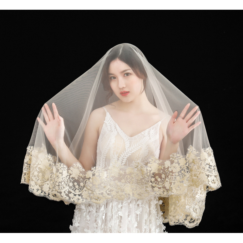 Stunning Champagne Wedding Veils 1.5m Short Bridal Veils with Floral Applique 2020 New Arrival Free Shipping