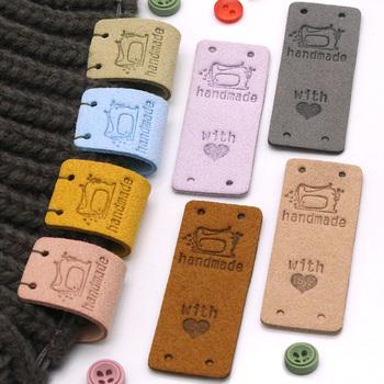 20 sztuk ręcznie robione etykiety tagi dla odzież maszyna do szycia ręcznie wykonane etykiety ręcznie robione z miłością skórzane tagi dodatki do odzieży 2*5CM tanie i dobre opinie CN (pochodzenie) Nadające się do prania Etykiety w kształcie flag Znaczki do odzieży TŁOCZONA DO ODZIEŻY buty Bags