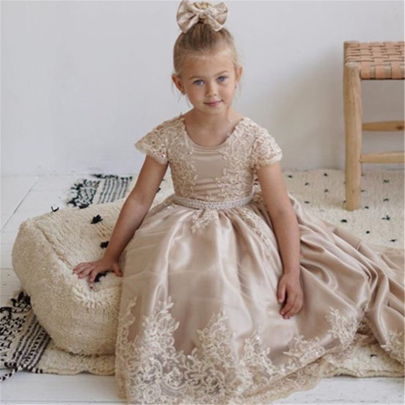 New Flower Girls Dresses Lace Appliques Cap Sleeve Ball Gowns Beading Floor Length Pageant First Communion Dresses Wedding Gown