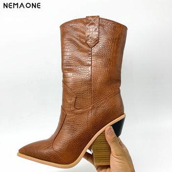 NEMAONE Drop ship marka kobiety buty szpiczasty nosek kliny buty jesienne buty zimowe krótkie damskie zachodnie buty ze skórki cielęcej dla kobiet tanie i dobre opinie CN (pochodzenie) Mikrofibra Połowy łydki Sztukateria Stałe 8888 Plac heel WESTERN Stretch Spandex Wiosna jesień Shearling