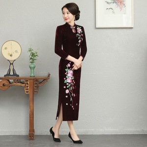 Image 2 - And Thickened Long Nine Sleeve Cheongsam Dress Improved Retro Mother Velvet Cheongsam Embroidery Autumn And Winter 2020