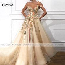 Элегантное платье для выпускного вечера с объемными цветами