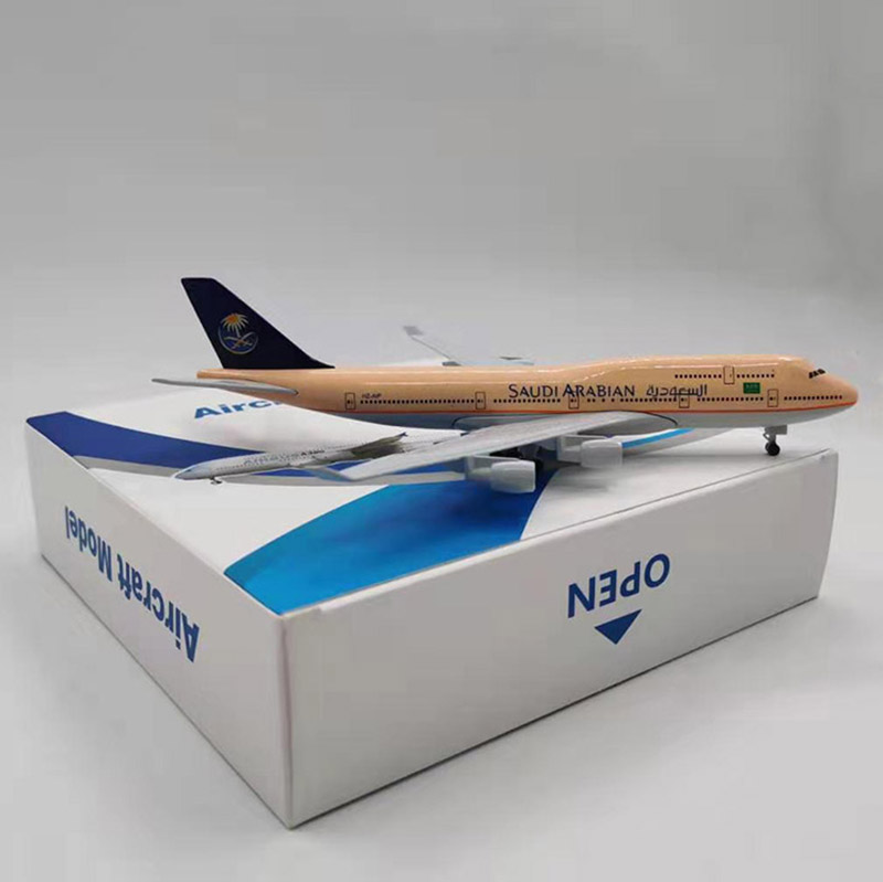 20CM 1/400 Boeing B747 Model SAUDI ARABIAN AIRLINES With Base Landing Gear Alloy Aircraft Plane Collectible Display Static Model