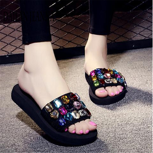 Image 2 - 2019 outside wear skid flat bottom slipper female version fashionable leisure slipper thick platform sweet beach woman shoes new