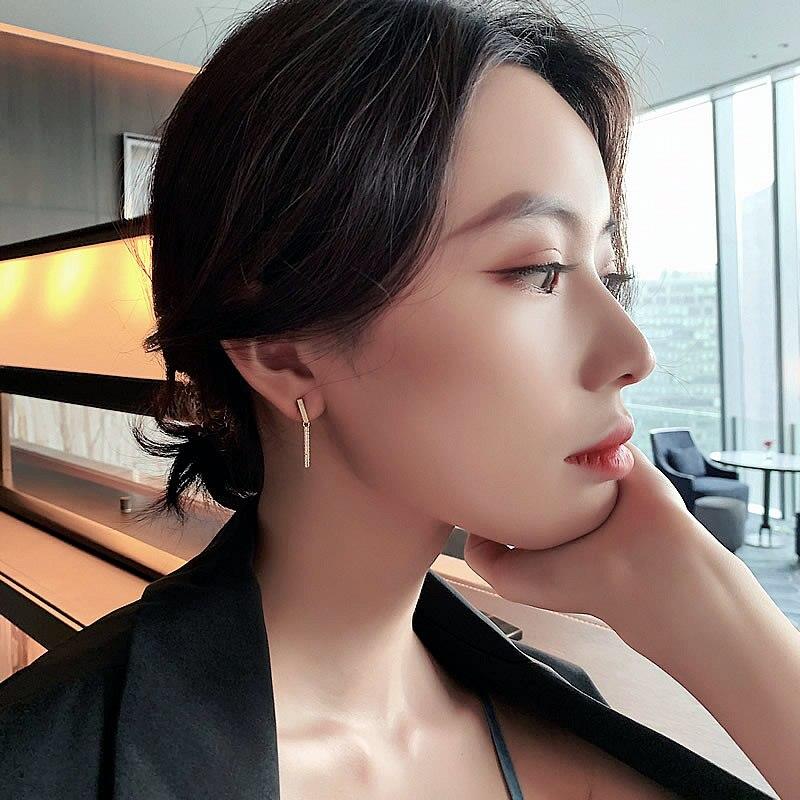 2019 South Korea's New Fashionable Delicate Geometric Earrings Simple Small Earrings Gentle Ladylike Earrings