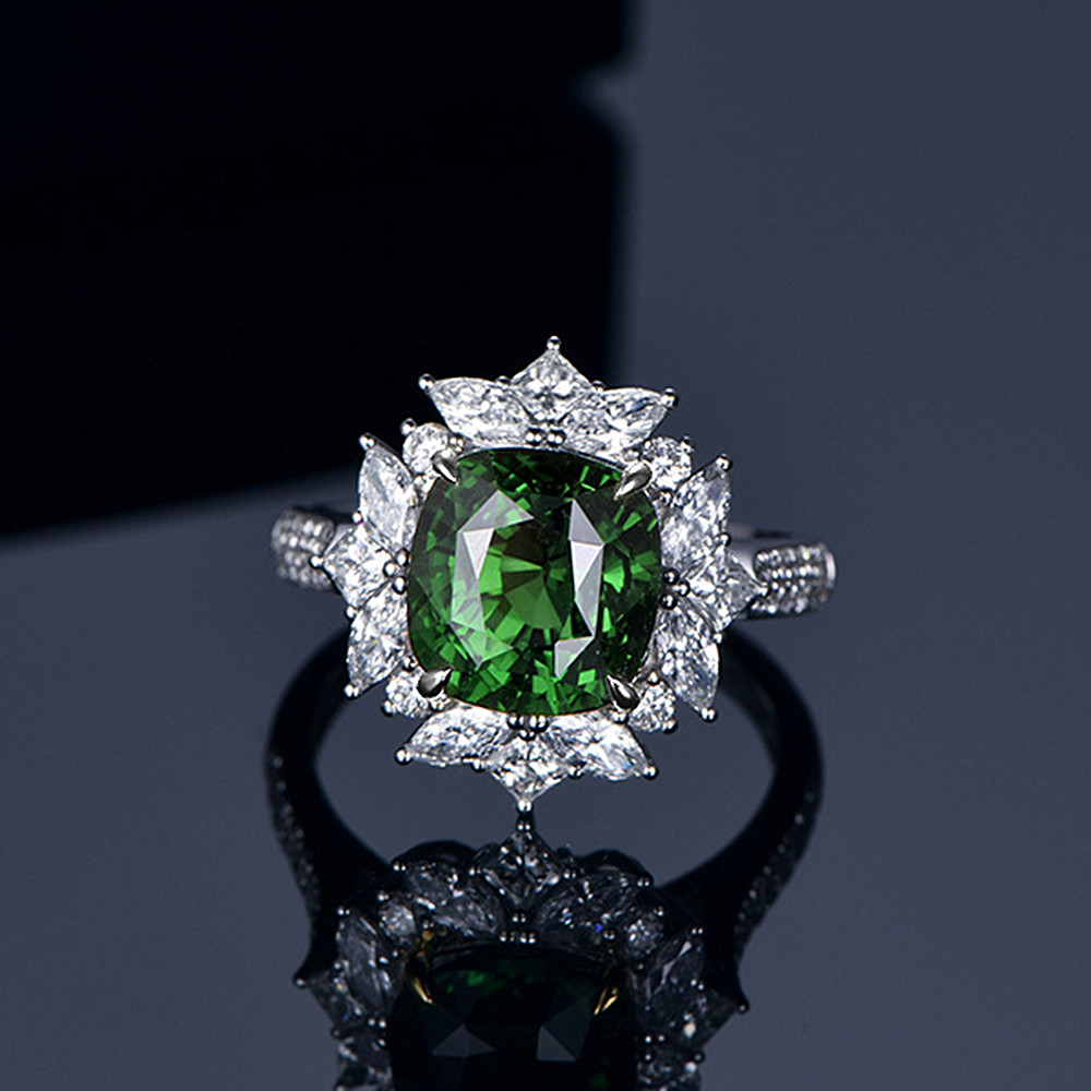 Refined luxury green crystal emerald gemstones diamonds rings for women white gold silver color jewelry bague bijoux party gifts