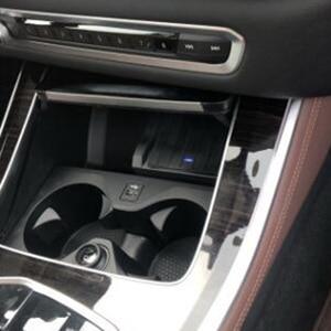 Image 1 - Cargador inalámbrico QI de 10W para coche, placa de carga para BMW X5 G05 2019 2020, accesorios de cargador de teléfono para iPhone y Samsung