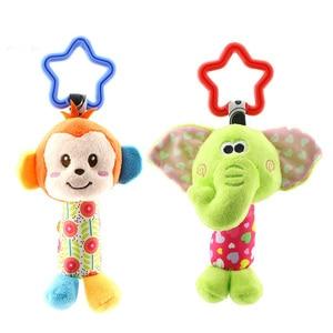 Image 2 - תליית קטיפה תינוק צעצוע רעשן יפה קריקטורה בעלי החיים פעמון יילוד עגלת אביזרי תינוק צעצועי 6 סגנון אריה צבי פיל WJ148