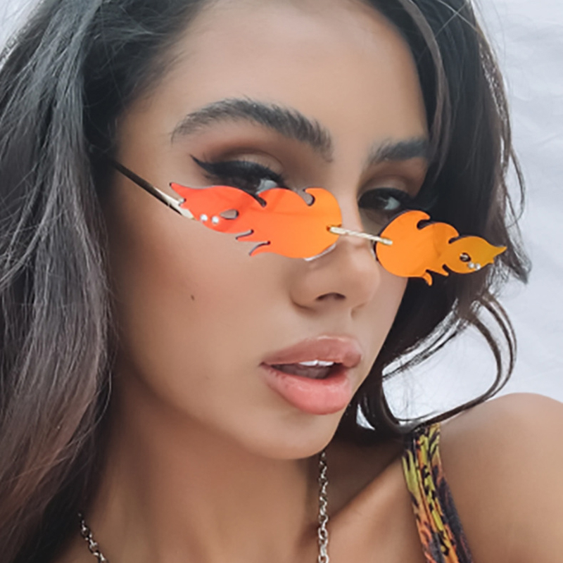 Sexy vintage fogo chama óculos de sol feminino pequeno vermelho preto retro óculos de sol colorido armação de metal lente clara oculos de sol