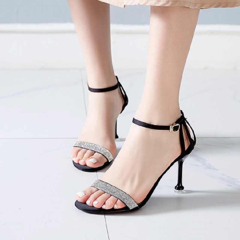 Singoli pattini delle donne 2019 nuova parola con sandali delle donne belle con open toe strass nero selvatici tacchi alti