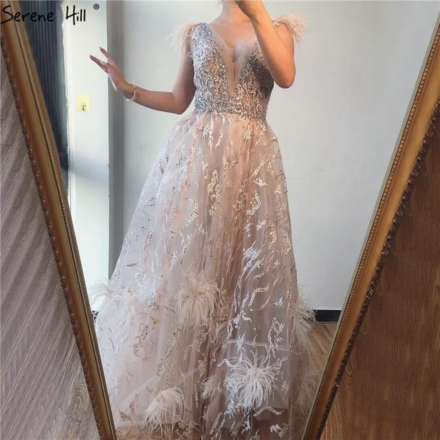 Dubai Champagne v cuello Sexy vestidos de graduación 2020 plumas de cristal sin mangas vestidos de graduación 2020 Serene Hill BLA70260