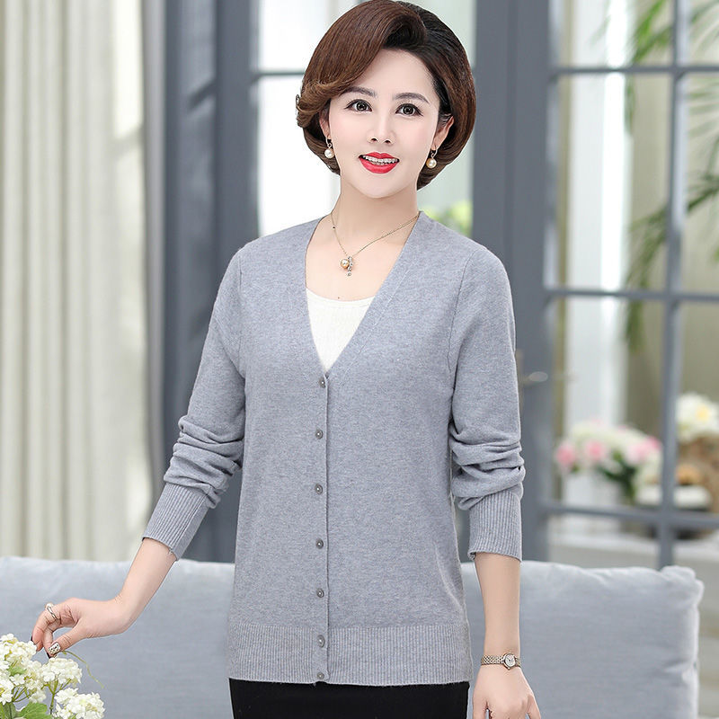 Middle-aged and elderly women's new spring mother Joker sweater 40-50 years old grandma spring and autumn clothes cardigan