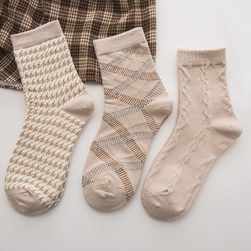 Women Soft Cotton Socks Fashion Female Simple Style Print Socks Harajuku Vintage Socks For Lady Girl Spring Summer Beige
