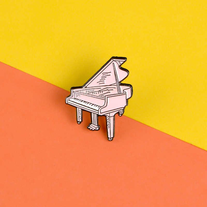 Macchina da scrivere dell'annata dello smalto pin Gashapon macchina badge Pianoforte spille Record sfera di Cristallo Zaino cappello Lapel pin Gioielli Classici
