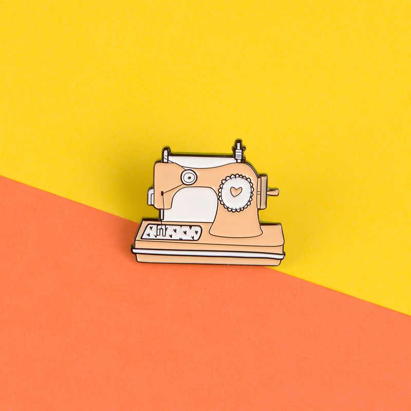 Vintage máquina de escrever esmalte pinos gashapon máquina emblemas piano broches registro bola cristal mochila chapéu lapela pino clássico jóias