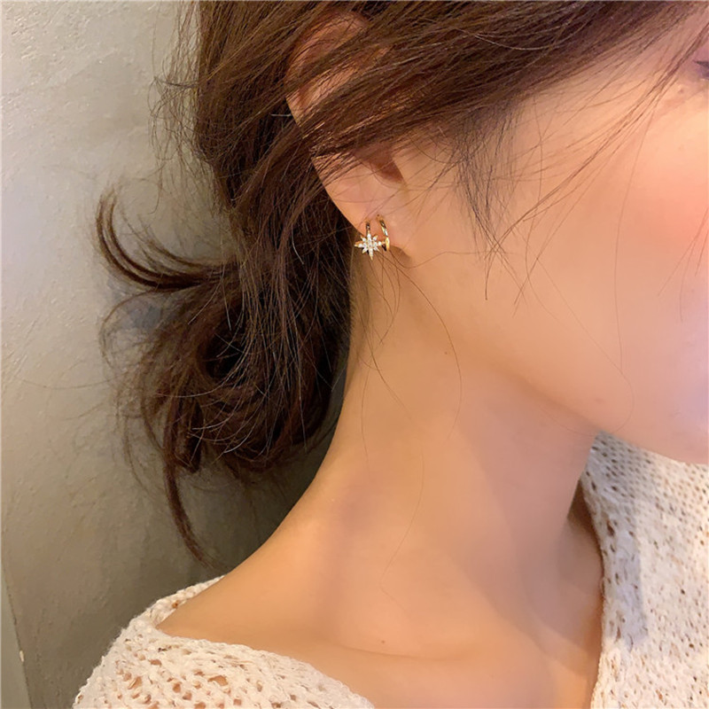 Dominated 2019 new Women Korean small contracted delicate crystal Star Stud earrings Classic style fashion Jewelry Earrings