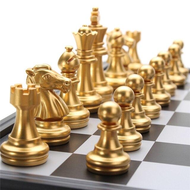 Jeu d'échecs de voyage magnétique or/argent pliant de 25x25cm pour des enfants ou des adultes 4