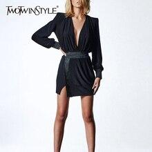 TWOTWINSTYLE סקסי ללא משענת קיץ שמלת לנשים V צוואר פנס שרוול גבוהה מותן פסים פיצול שמלות נקבה 2020 אופנה חדשה
