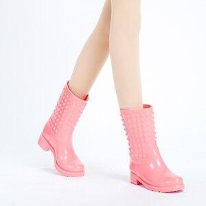Image 4 - DRIPDROP Женские резиновые сапоги Модные женские красочные резиновые сапоги с шипами Женские непромокаемые сапоги Женские сапоги Обувь весна женские Сапоги до середины икры из ПВХ