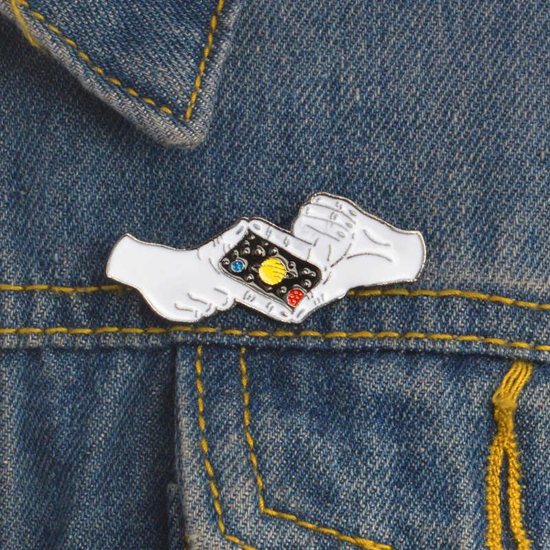Carino smalto pin Solitario astronauta e balena blu Fat cat badge spille cielo Stellato foto pin del Risvolto tutto ciò che per sempre gioielli regalo