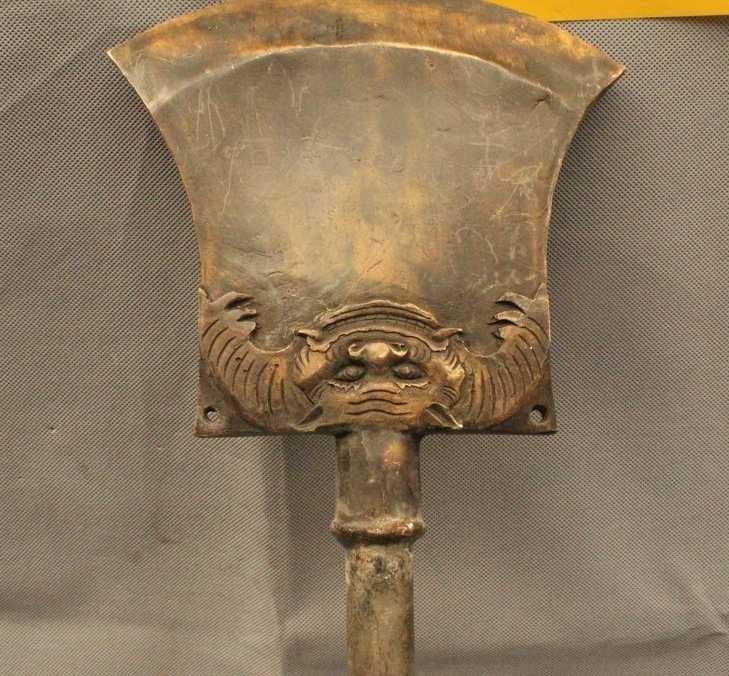 """36 """"จีนจีนพื้นบ้านเก่า Bronze ที่มีชื่อเสียงพลั่วอาวุธ truncheon รูปปั้น"""