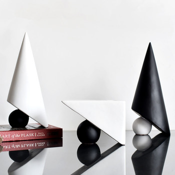 [MGT]Europe originality Black White geometry candlestick Resin modern Home decor Art Decoration decoration craft ornament statue