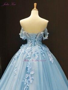Image 4 - جوليا كوي رائع الكرة ثوب الزفاف السماء الزرقاء اللون مع أنيقة يزين 3D الزهور ثوب زفاف قبالة الكتف