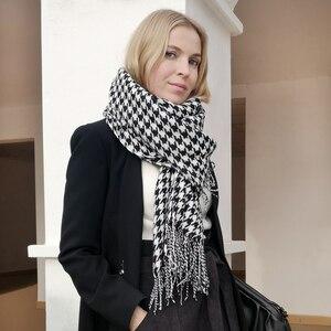 Image 1 - Mulheres inverno grosso moda macia quente senhora cashmere branco e preto longo houndstooth cachecol com borla